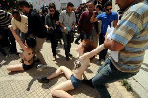 "Mujeres en Túnez protestan ""topless"" por Amina"