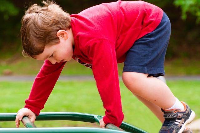 La actividad física es fundamental para evitar la obesidad infantil.