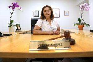 Bell tiene en Violeta Álvarez, una alcaldesa singular