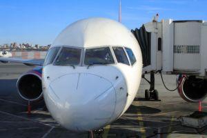 100 alumnos de NY son sacados de avión por no sentarse