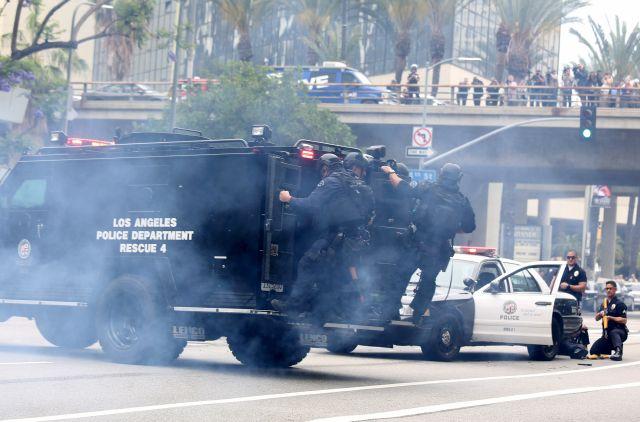 Simulacro antiterrorista realizado por LAPD y Unidad de Táctica Especial (SWAT) en el centro de Los Ángeles.