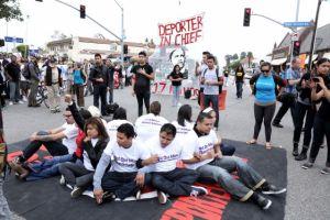 Protestan contra Obama por deportaciones en LA