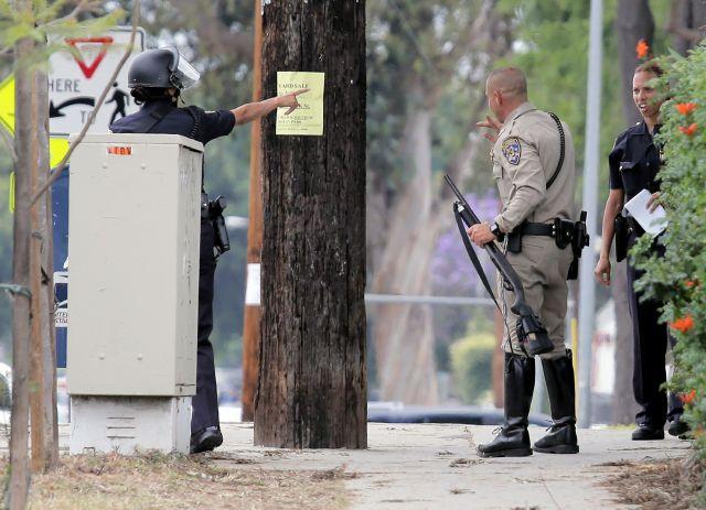 Autoridades buscan a más sospechosos en el plantel del Santa Monica College tras un tiroteo que dejó múltiples heridos y  muertos.