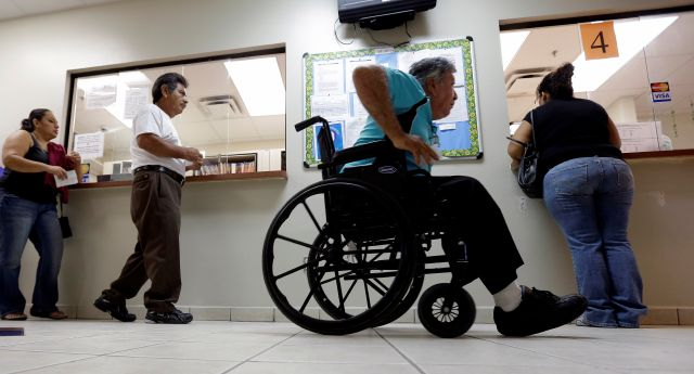 Nadie debe lucrar con la salud de una persona. Es inhumano, es costoso y no funciona