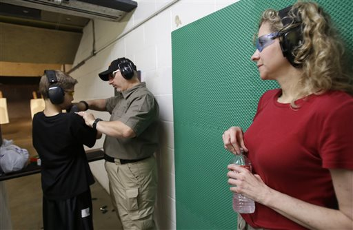 Organización arma y entrena gratis a vecinos de Houston