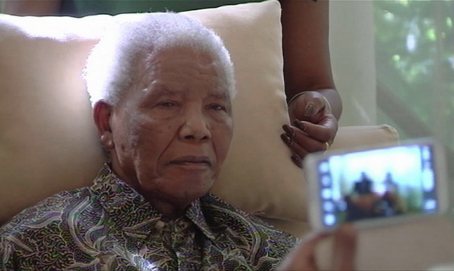 Nelson Mandela tres semanas después de haber sido dado de alta del hospital, volvió a ingresar afectado por una fuerte recaída.