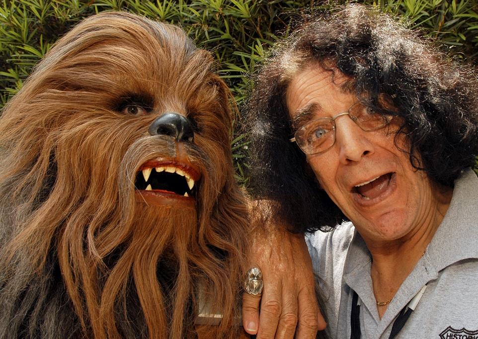 """El  actor Peter Mayhew, quien interpretó al personaje de Chewbacca en """"La Guerra de las Galaxias""""."""