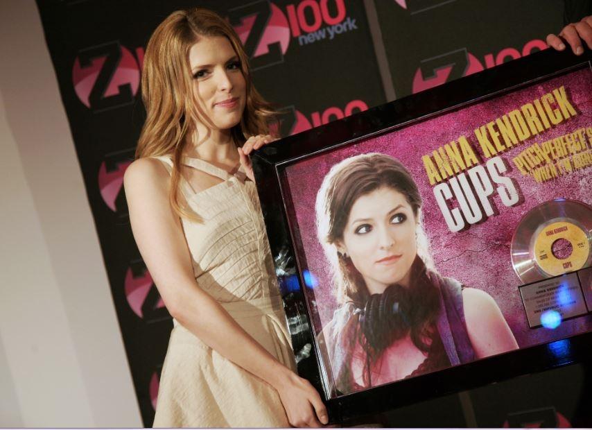 La música alcanzó la posición No. 3 en la lista de los 200 álbumes de Billboard y ha vendido más de 700,000 copias hasta el momento.