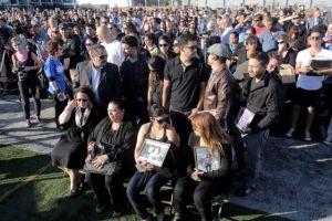 Recuerdan a víctimas de tiroteo en vigilia en Santa Mónica