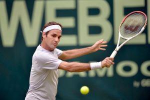 Federer vuelve a la hierba y al triunfo