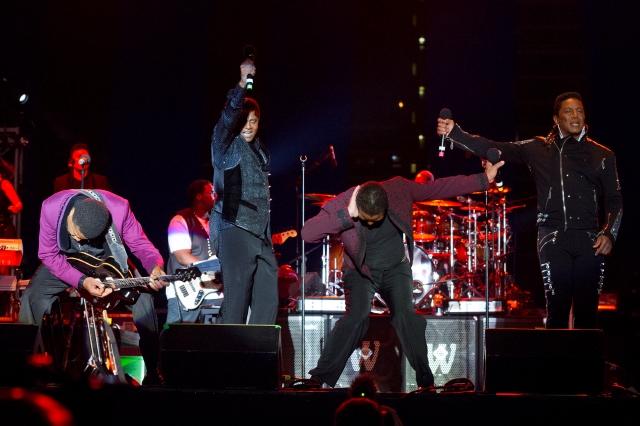 A pesar de demanda, los Jackson actuarán en el Staples