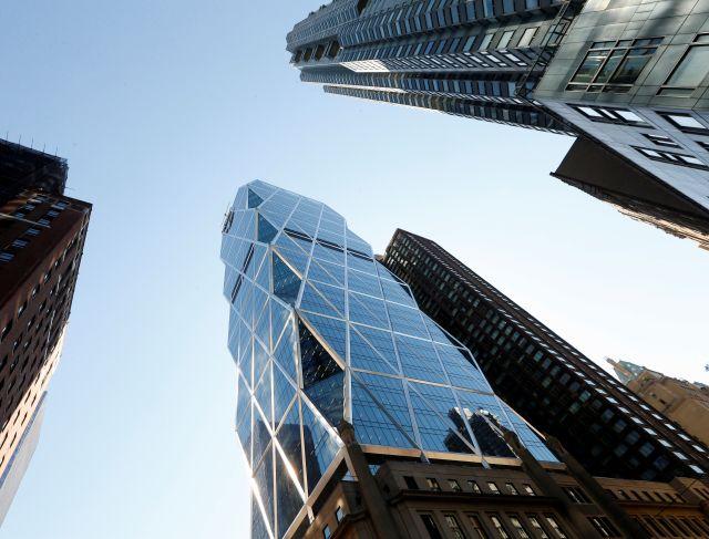 Dos trabajadores de mantenimiento permanecieron este miércoles por más de una hora, atrapados en la Torre Hearst de Manhattan.