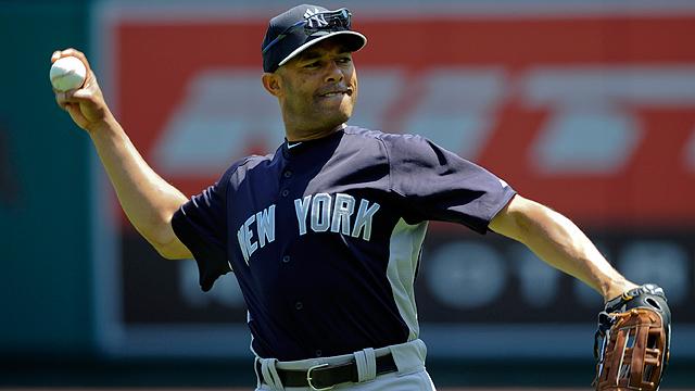 Mariano Rivera salva y corta mal paso de los Yankees