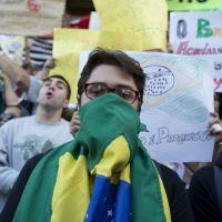 Miles protestan en Brasil