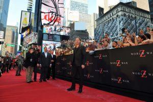 Brad Pitt atrae masas a NY con 'World War Z'