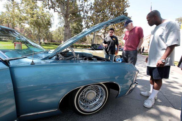 Feria de salud en LA con el encanto de lowriders (fotos)