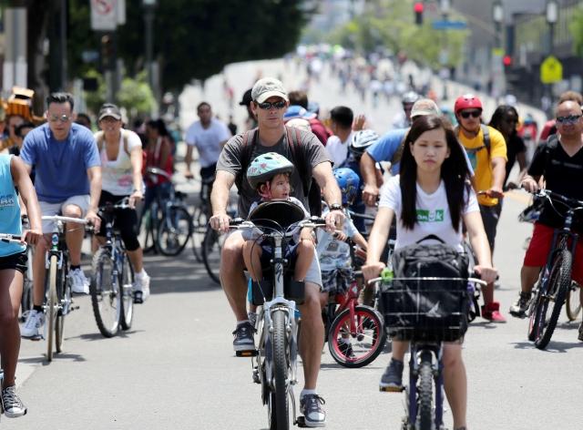 Miles participaron en CicLAvia. La meta del evento es promover la salud de los angelinos y alternativa al uso del automóvil.