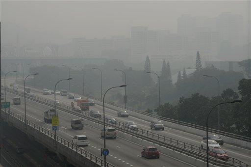 Viajar solo en SUV contamina tanto como ir en avión