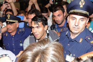 Tevez llega a Italia para firmar con la 'Juve'