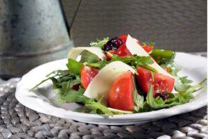Receta fácil de ensalada caprese para una cena saludable