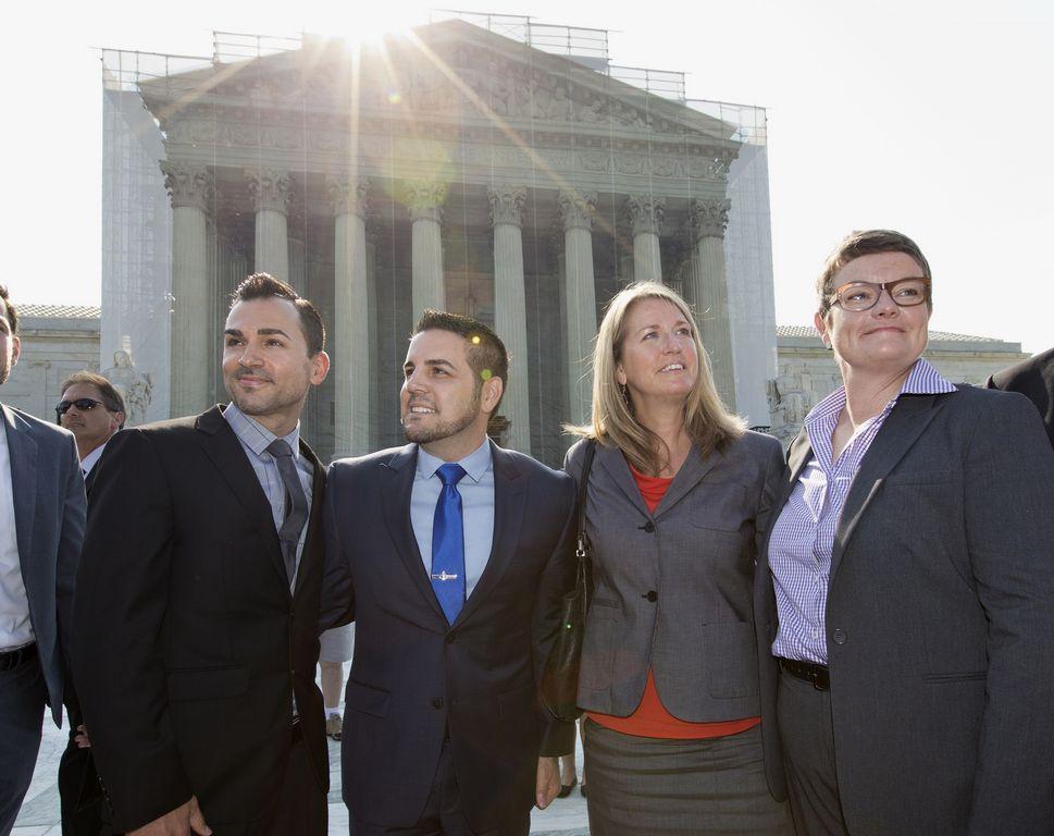 Corte Suprema anula DOMA y frena la Proposición 8 (fotos)