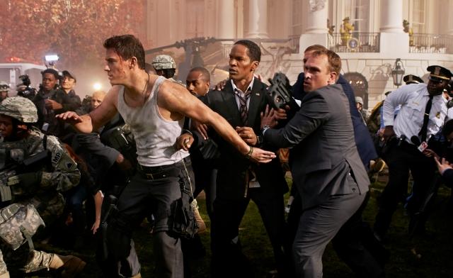Channing Tatum (izq.) y Jamie Foxx se enfrentan a terroristas en 'White House Down'.