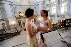 Parejas gay hacen fila para casarse en San Francisco (fotos y video)