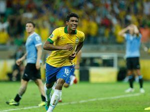 Paulinho es nuevo futbolista del Tottenham