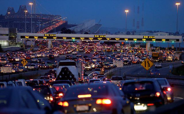 San Francisco se queda sin trenes por huelga de BART