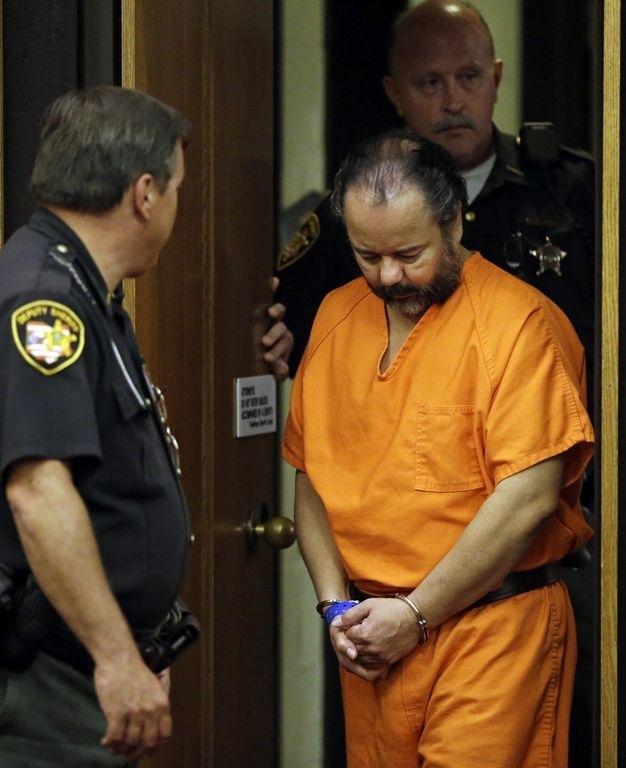 Cabizbajo, como en las audiencias anteriores, Ariel Castro llegó hoy a la corte, donde se le denegó el acceso a la hija que tuvo con su secuestrada, Amanda Berry.
