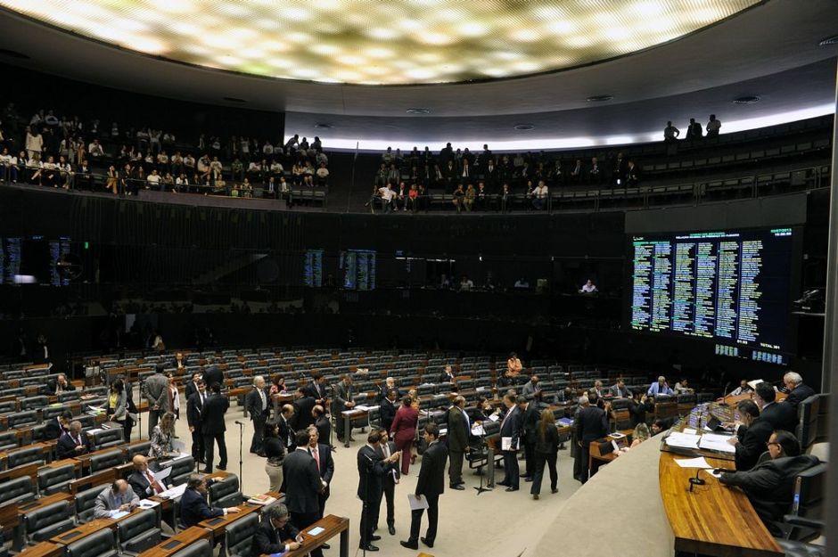 Diputado brasileño propone tratar a gays como enfermos