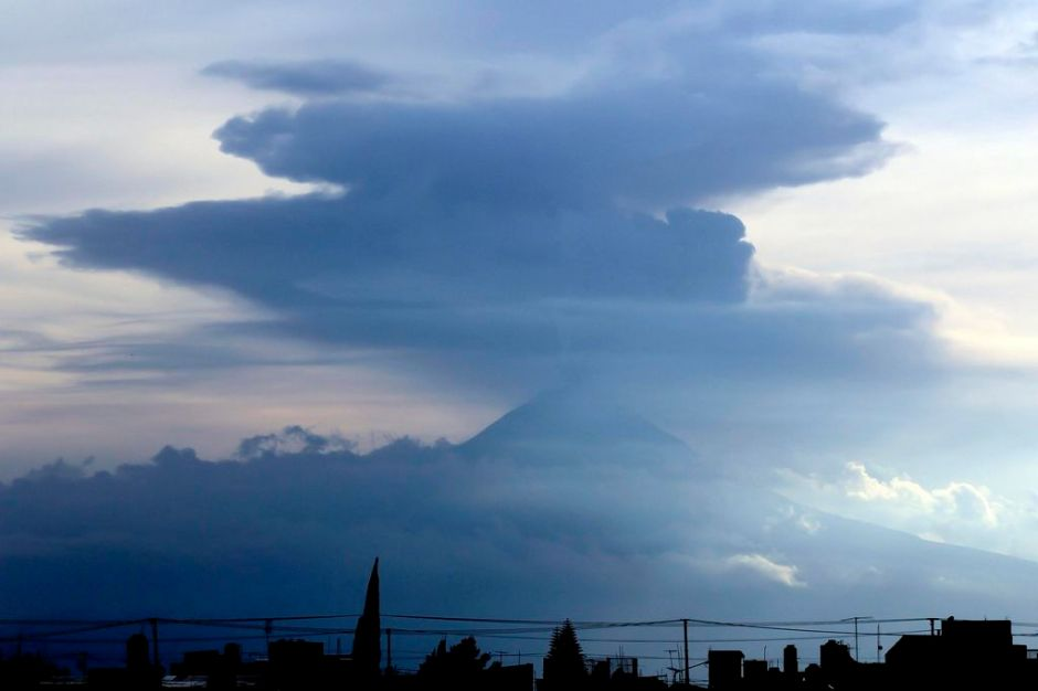 Ceniza de Popocatépetl se acerca a Ciudad de México