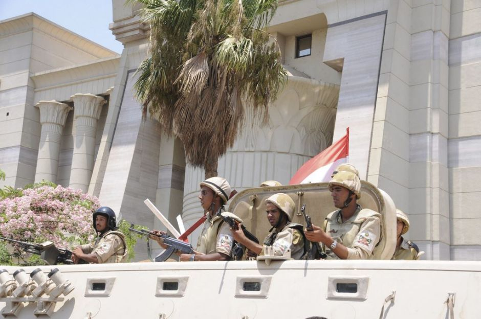 Justicia prohíbe a Mursi salir de Egipto