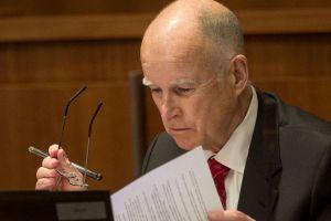 Brown lanza plan de estímulo económico en CA