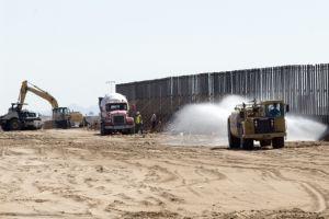 Muro fronterizo afectaría a manantial vital para personas y animales que cruzan el desierto