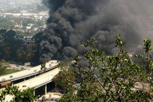Autopista I-5 reabre tras accidente de cisterna de gasolina en Los Ángeles