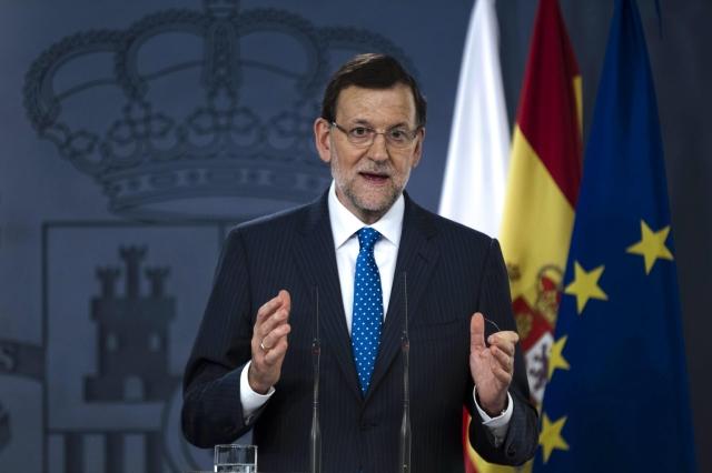 El presidente del Gobierno español, Mariano Rajoy, durante una rueda de prensa, ayer, mientras, el ex líder del PP, Luis Bárcenas, declaraba a puerta cerrada en Madrid sobre la corrupción del mandatario.