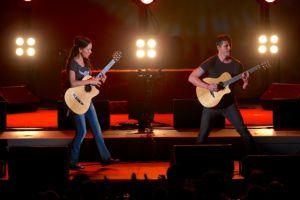 Rodrigo y Gabriela electrifican al Hollywood Bowl