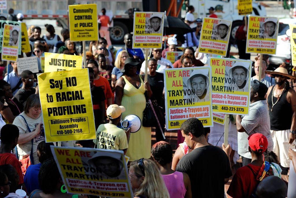 Las multitudinarias protestas en contra de la absolución de George Zimmerman por la muerte de Trayvon Martin se volvieron a repetir el lunes por tercer día seguido en varias ciudades del país.