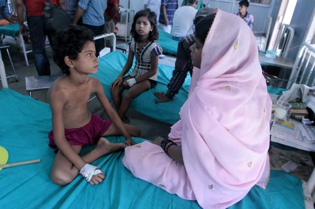 Mueren 21 niños por  'veneno'  en la India