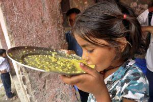 Confirman que insecticida mató a los 22 niños en India (fotos)