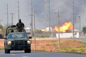Siete heridos deja explosión de oleoducto en México (video)
