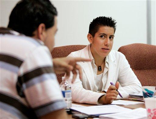 Jóvenes mexicanos y españoles ya no creen en instituciones