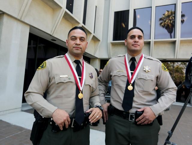 Alguaciles de Los Ángeles reciben premios por su valor