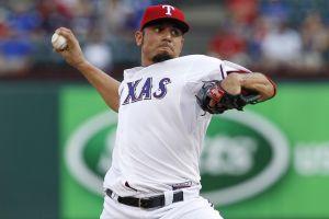 Garza vence a Yankees en debut con Texas