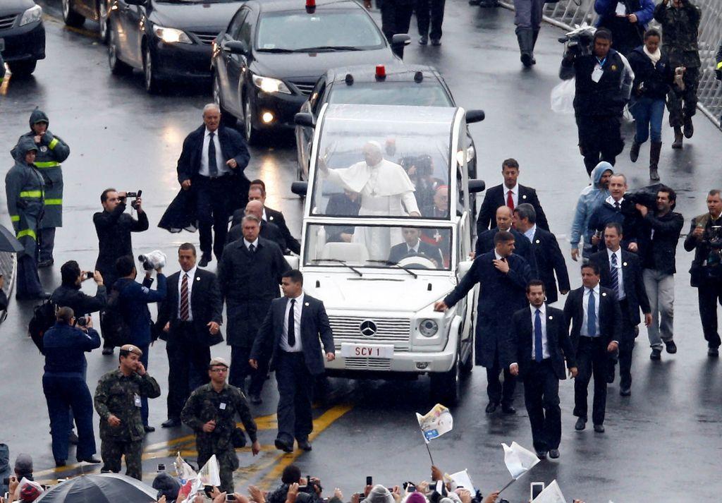 Seguridad del Papa en Brasil causa polémica (fotos)