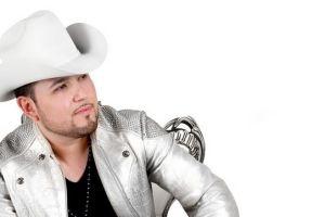 Roberto Tapia se estrena en la cima de Billboard