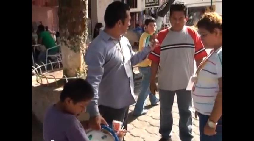 Niño humillado por funcionario mexicano recibirá beca