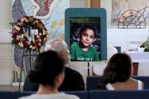 Despiden a trabajadores sociales tras muerte de niño en Palmdale