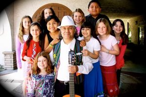 Reconocen al músico Victor Hugo Santos